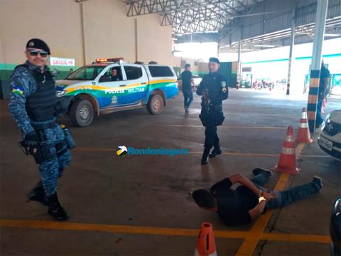 Bandidos são presos em supermercado após roubo e perseguição
