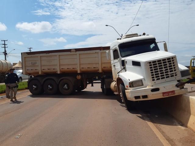 Acidente complica trânsito na BR-364 em Porto Velho