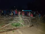 Em protesto por falta de energia, moradores fecham a BR-319 após a ponte sobre o Rio Madeira