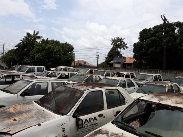 Idaron realiza leilão e coloca à venda carros, motos, barcos, motores e motosserras