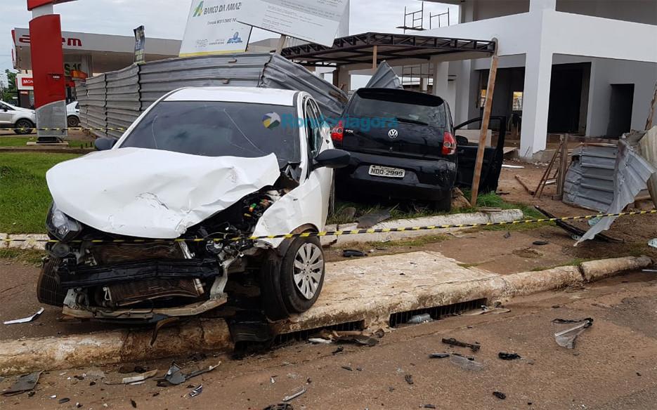 Duas pessoas ficam feridas em grave acidente na Jorge Teixeira