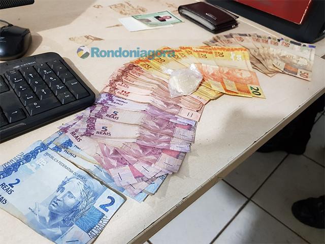 Homem preso com droga oferece dinheiro a policiais para ser liberado