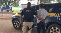 PRF prende foragido por estupro durante fiscalização em táxi