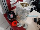 Polícia prende suspeitos após encontrar 8 kg de maconha enterrada