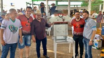 Empresário arremata por R$ 25 mil camisa autografada do Flamengo no Leilão Direito de Viver