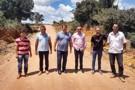Alex Silva visita obras em estradas no município de Vale do Anari