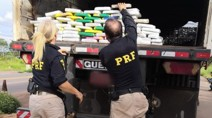 Vídeo: PRF apreende 71 quilos de cocaína em fundo falso de carreta