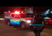 Dupla armada invade residência, rouba R$ 4 mil, joias e foge no carro da família