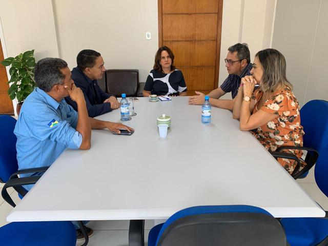 Deputado Eyder Brasil se reúne com a Secretária Municipal de Saúde da Capital