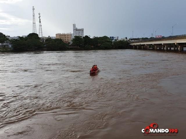 Homem entra em rio e desaparece em Ji-Paraná