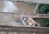 Jovem morre após carro cair de ponte