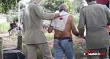 Idoso é atacado a pauladas e facadas