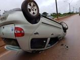 Motorista perde controle e veículo capota na BR-364, em Porto Velho