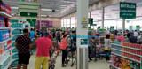 Coronavírus: Após medidas mais radicais do Governo, supermercados ficam lotados