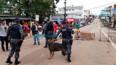 Vídeo: Prefeitura tenta cumprir ordem para desocupação da Praça Jonathas Pedrosa e camelôs protestam