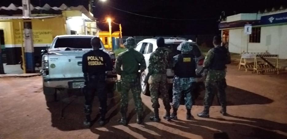 Ação da PF apreende veículos e barcos na fronteira
