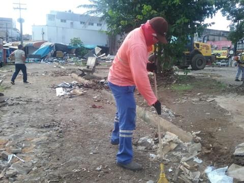 Mais de 60 caminhões de lixo foram recolhidos da praça Jonathas Pedrosa