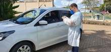 Pessoas sintomáticas podem realizar teste rápido no estacionamento do Palácio Rio Madeira neste sábado