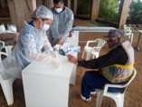 Barco Hospital realiza barreira sanitária entre os rios Mamoré e Pacaás Novos