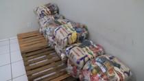 Trabalhadores informais recebem cestas básicas da Prefeitura