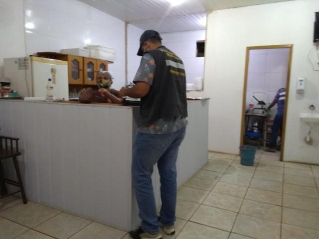 Fiscalização interdita 27 bares e notifica ambulantes na Capital por descumprimento a decreto