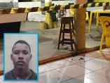 Esfaqueado na rua, jovem tenta se refugiar em bar, mas morre antes da chegada do socorro