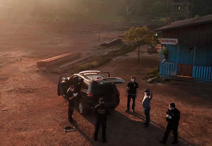 Operação da PF cumpre 8 mandados de prisão em investigação sobre extração ilegal de madeiras em Candeias