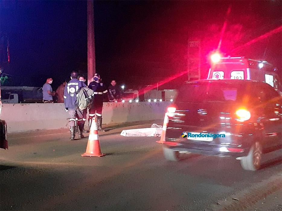 Vendedor de picolés morre atropelado ao tentar atravessar a BR-364, em Porto Velho