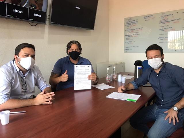 Vereador Waldemar Neto se reúne com secretários para debater demandas da população