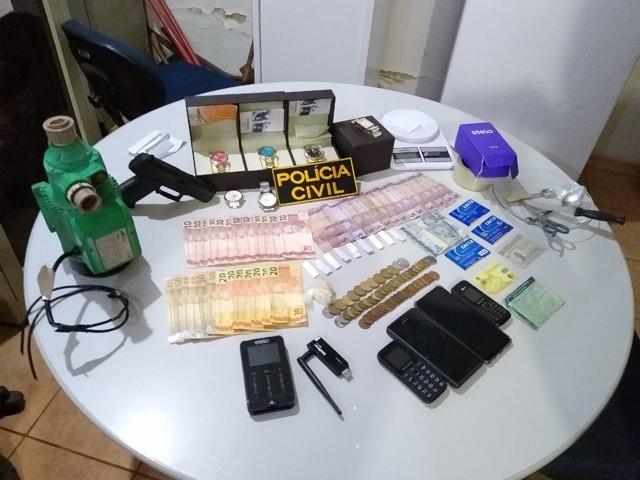 Envolvidos com o tráfico são presos com porções de cocaína