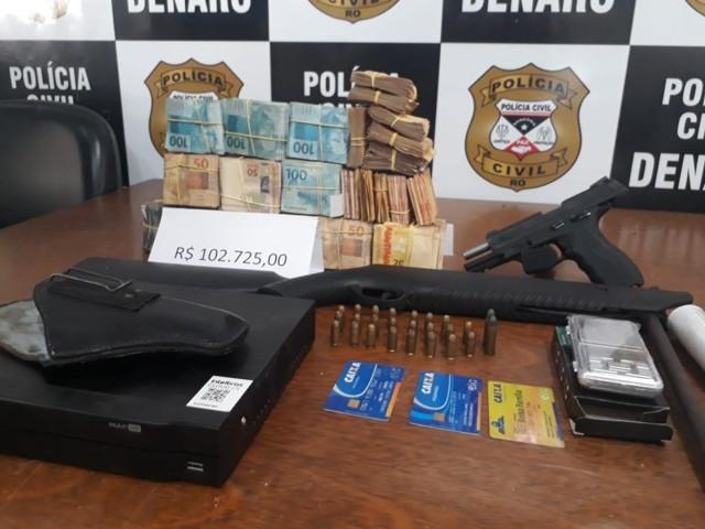 Denarc prende suspeito com arma e R$ 102 mil