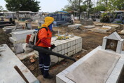 Finados: Prefeitura realiza limpeza de cemitérios