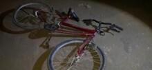 Ciclista fica em estado grave após ser atropelado por dois carros