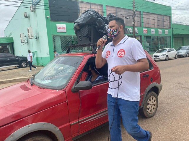 Samuel Costa realiza caminhada na avenida Amazonas e apresenta propostas para trabalhadores e comerciários