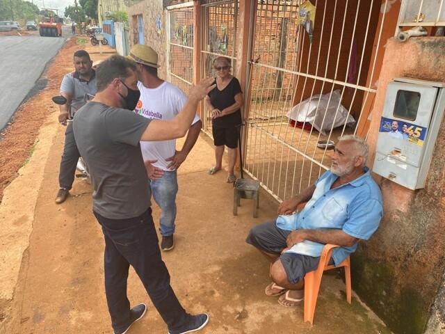 Hildon Chaves acompanha obras de asfaltamento na zona Sul e recebe agradecimentos
