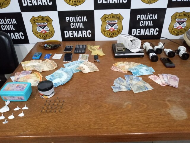 """Denarc prende dupla com drogas na Zona Leste e fecha """"Boteco da Rainha"""""""