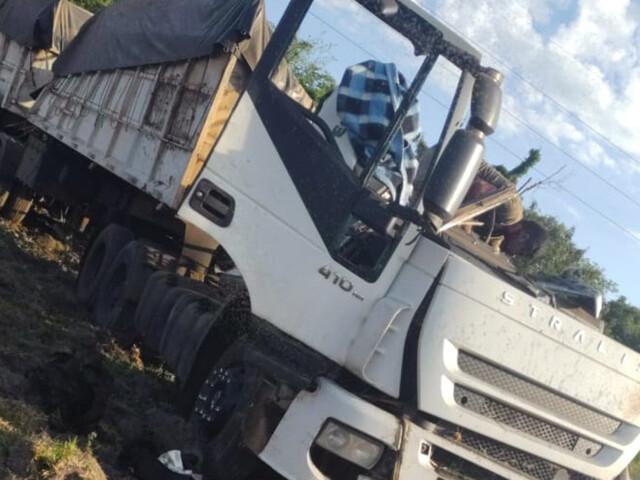 Acidente entre ônibus e caminhão deixa dezenas de mortos em São Paulo