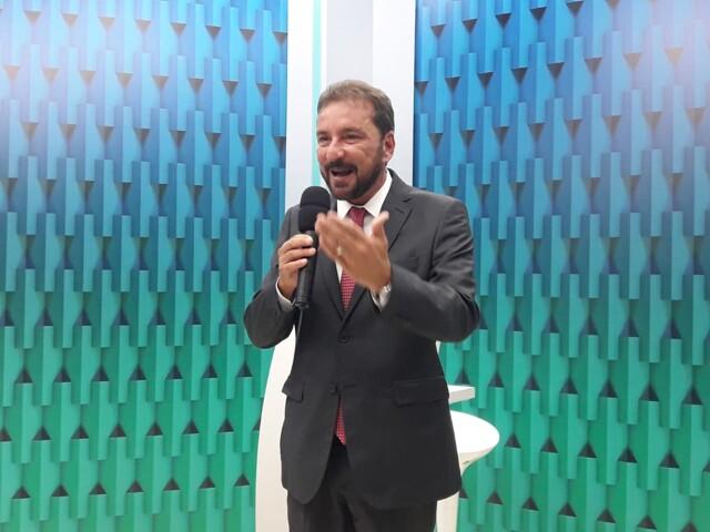 Hildon Chaves leva vantagem no debate da TV Rondônia, marcado pela limitação de ataques