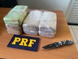 PRF prende mulher em ônibus que levava passageiros para hemodiálise com mais de 7 quilos de cocaína