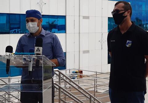 Internados com Coronavírus, governador e primeira-dama precisaram usar máscaras de ventilação
