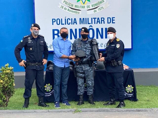Deputado Alex Silva entrega equipamentos de segurança para Força Tática da Polícia Militar