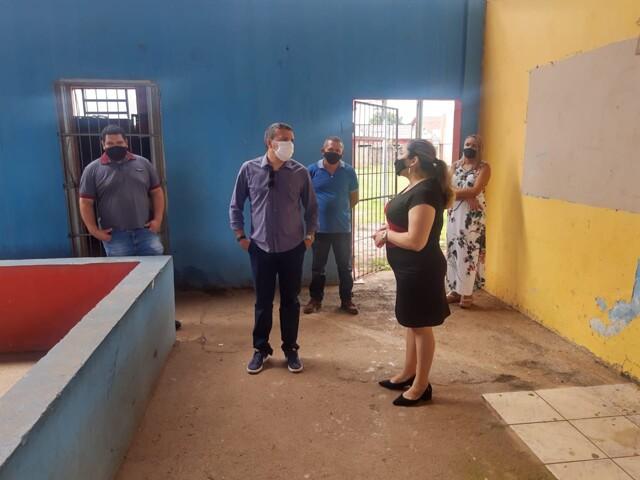 Educação: Deputado Alex Silva conhece dificuldades enfrentadas em escolas em Porto Velho