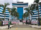 Empresários e trabalhadores protestam contra fechamento de bares e boates