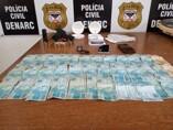 Polícia prende dupla por tráfico e mulher com arma