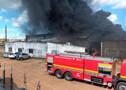 Vídeo: Bombeiros tentam controlar incêndio de grandes proporções na Capital