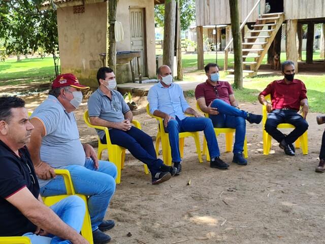Deputado Ismael Crispin e Diretor do DER verificam situação do setor Primavera