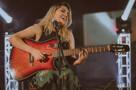 Após 10 anos de carreira, cantora Ellen Cristine se prepara para gravar CD só com músicas autorais