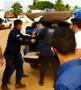 Médico transtornado destrói carro da esposa e resiste a prisão em Porto Velho