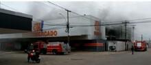 Vídeo: incêndio destrói supermercado da família do deputado Geraldo da Rondônia