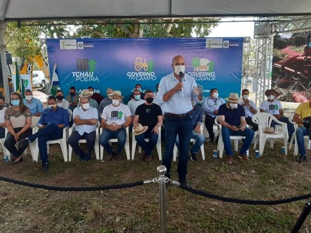 Ismael Crispin assina termo de parceria para revitalização de praça em Pimenta Bueno e prestigia lançamento de projetos do Governo de Rondônia